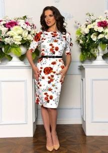 Платье на модели с цветком